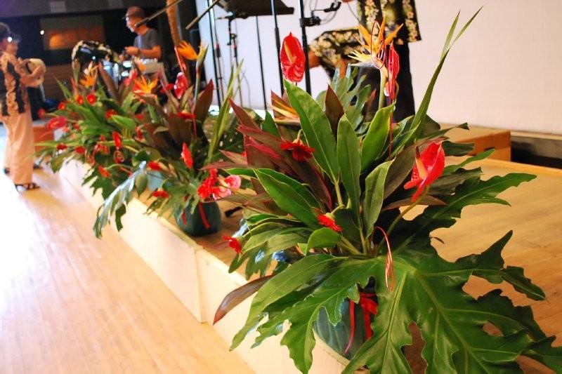 舞台の装飾花はバンドTさんの寄付!おかげで華やかなステージとなりました!