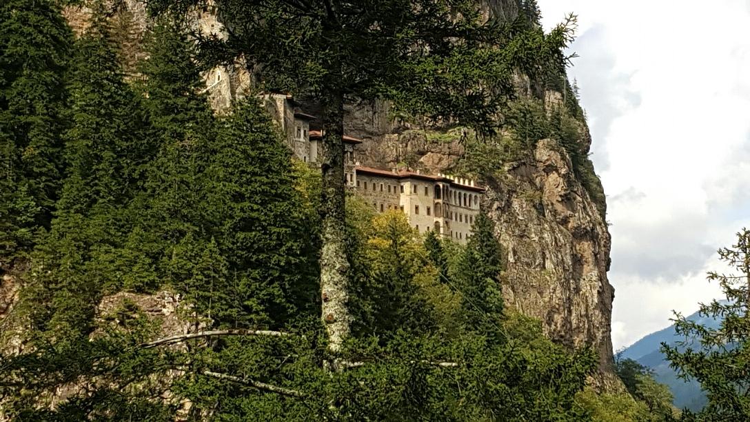 Na een pleuriseind klimmen bleek het klooster dicht, top!