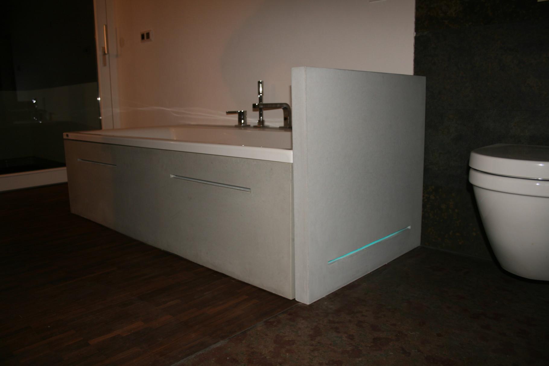 Badewannen Verkleidung aus Beton, LED Beleuchtung