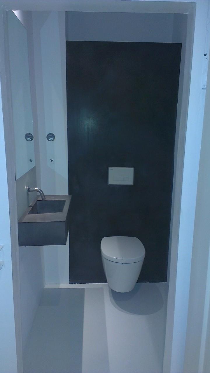 Gäste WC Sichtbetonwandelement, Betonwaschbecken, Betoncire auf dem Boden