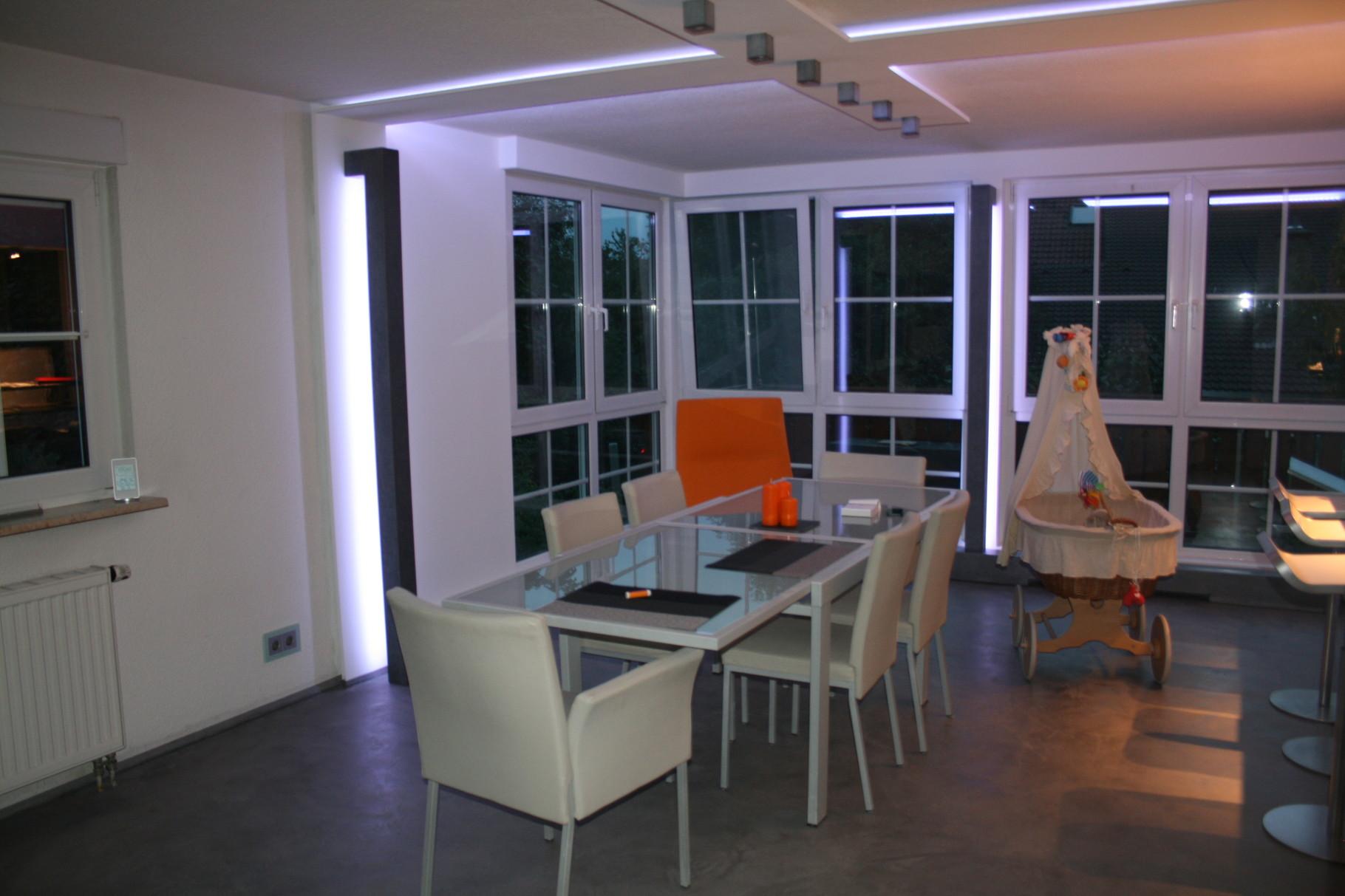 Beton Cire auf dem Boden, Beton Stehleuchten, Beton Deckenleuchten, Indirekte LED Wand und Decken Beleuchtung, Beton Heizkörper Verkleidung