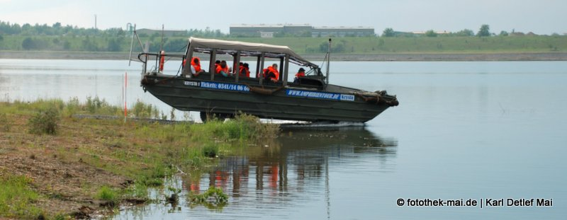 Amphibienfahrzeug am und auf dem Störmthaler See