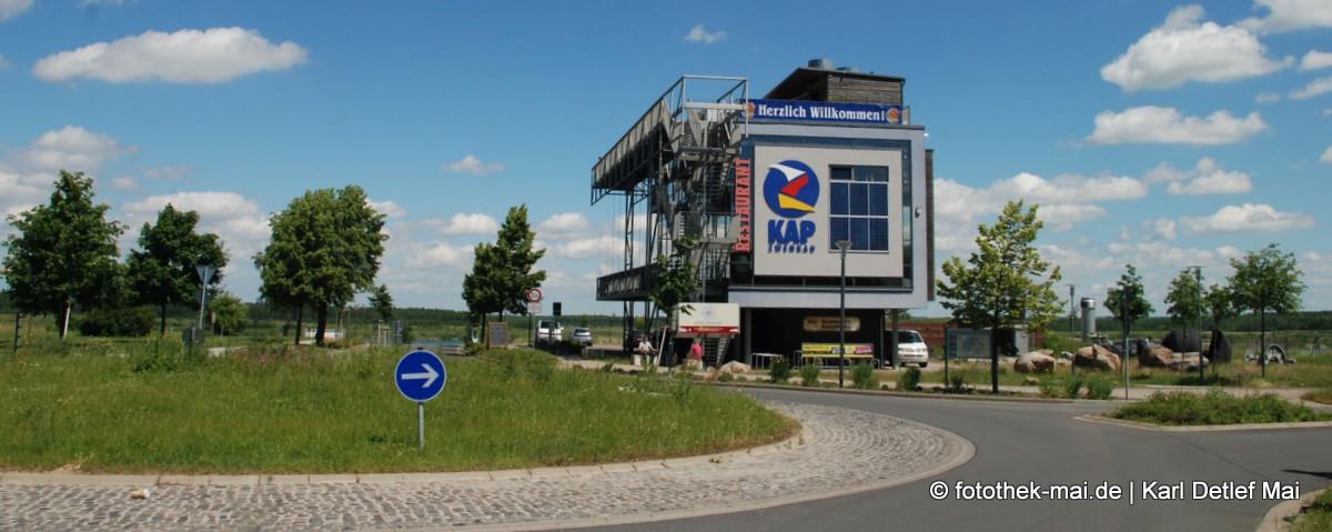 Gastro- und Aussichtspavillon mit dem Modell der Förderbrücke AFB18 am Kap Zwenkau