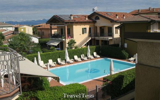Hotel met zwembad bij het Gardameer