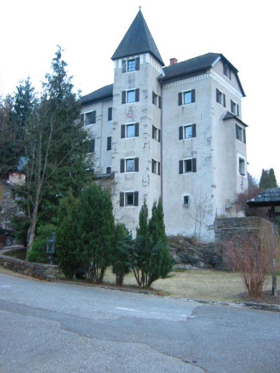 (Burg) Schloss Süßenstein - JETZT - Blick von der Brücke