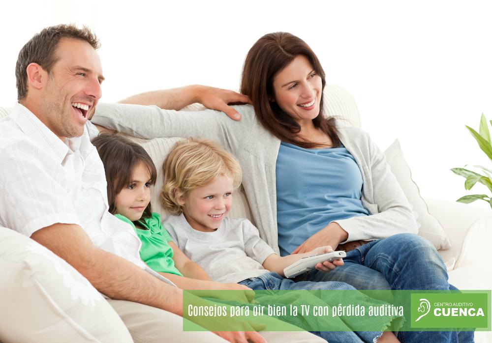 Consejos para oír bien la TV con pérdida auditiva.