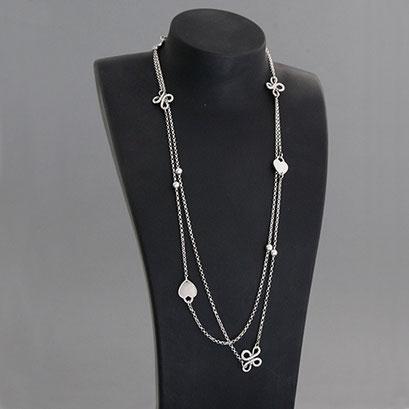 Halskette mit Herzanhänger und organischen Zierteilen, 925er Silber