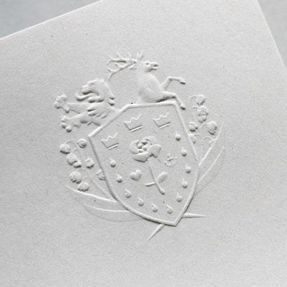 Wappen in recyceltes Papier geprägt