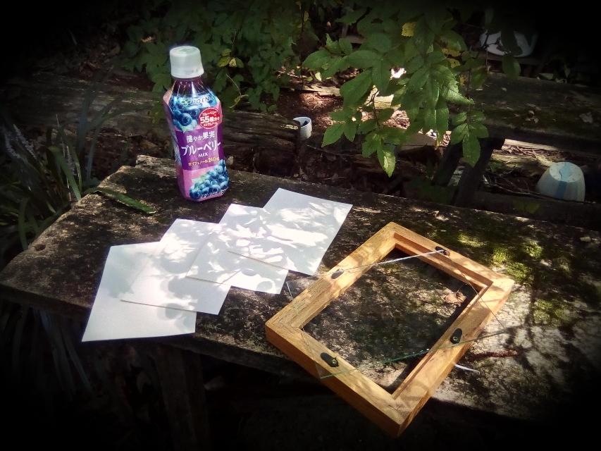 Blaubeersaft, Papier und Bilderrahmen