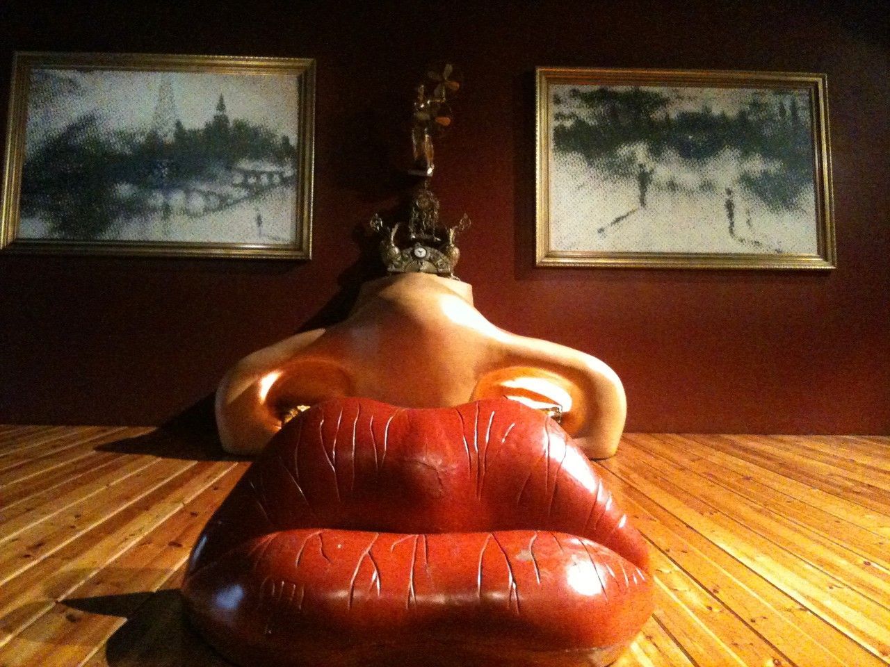 Dali Museum, Figures ©Copyright by Solempuria