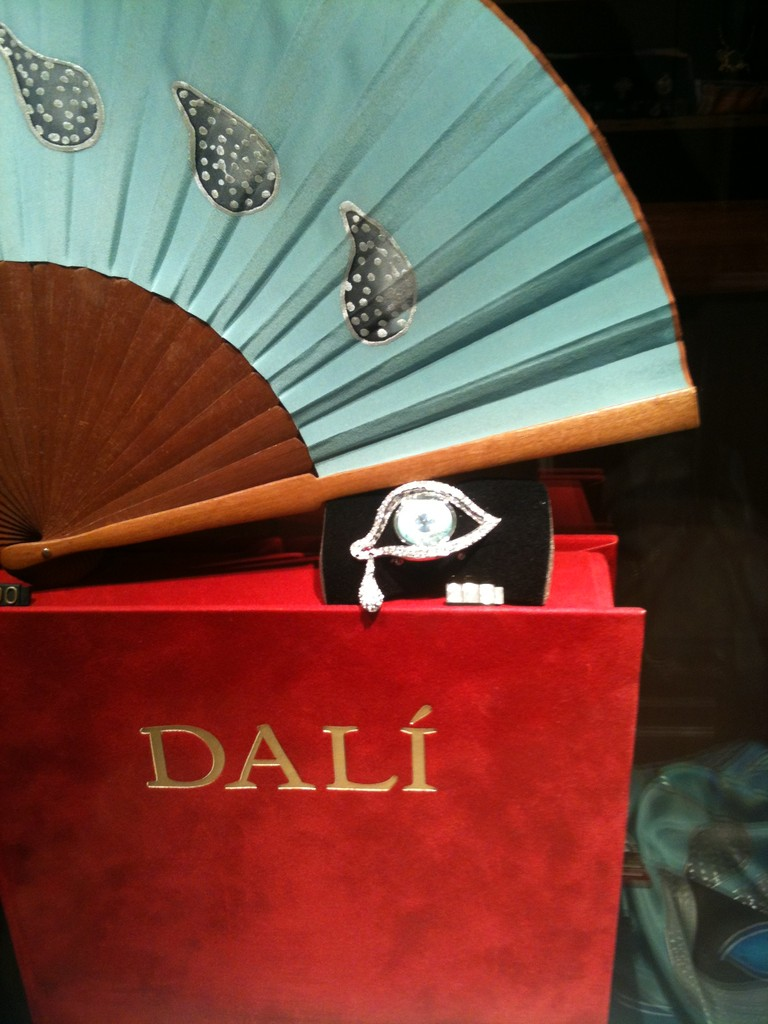 Shop / Dali Museum, Figures ©Copyright by Solempuria