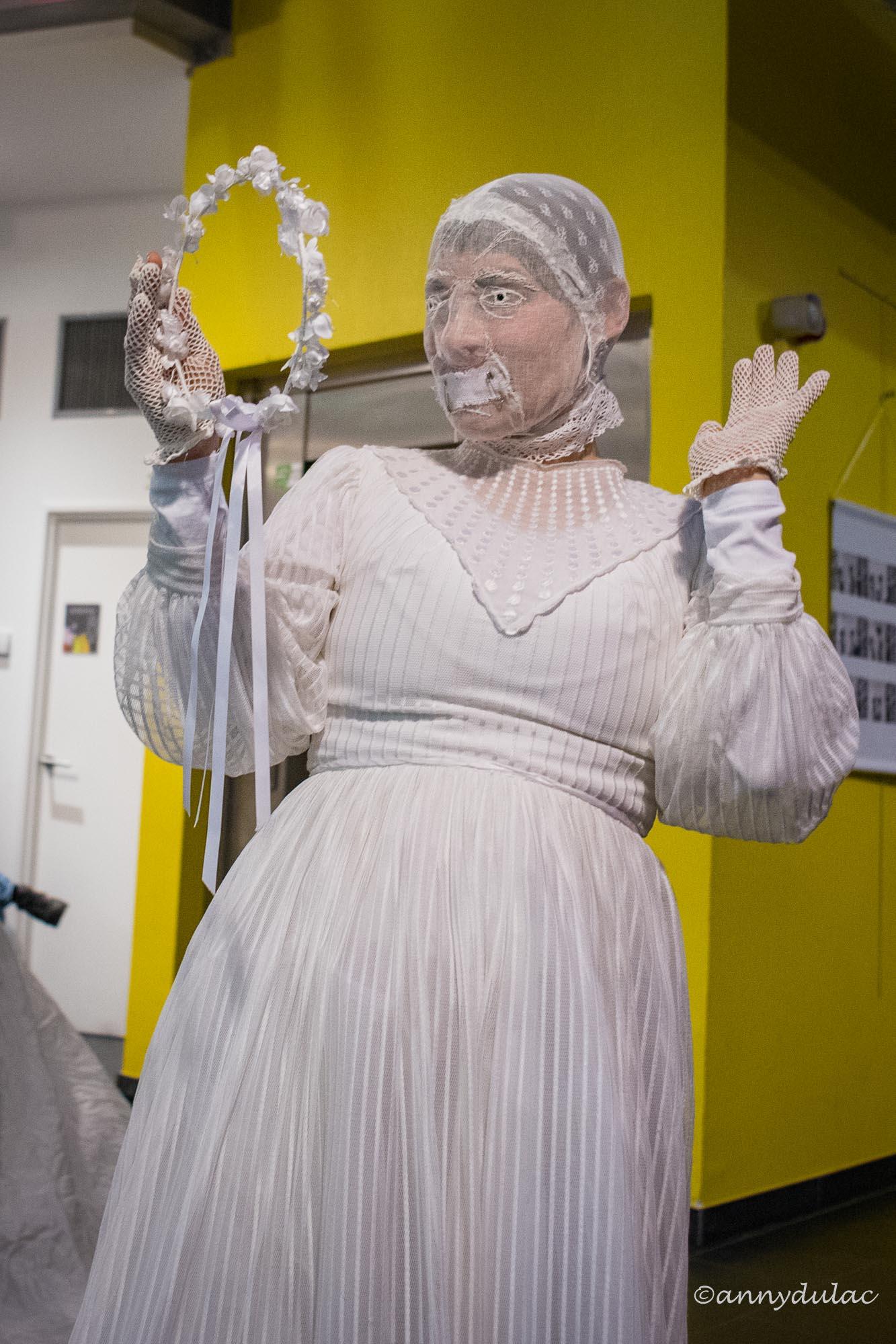 Costumes de mariées pour performance