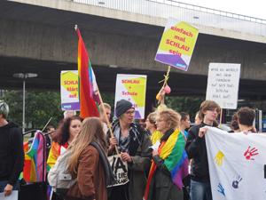 Bild: Demo mit Transparenten