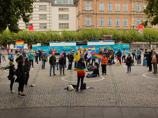 Bild: Demonstration auf dem Burgplatz