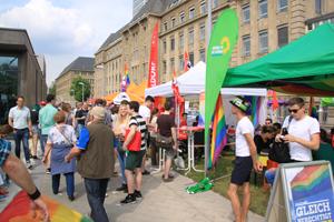 Bild: Parteien beim CSD Düsseldorf