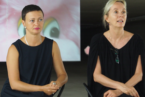 Bild: Natalia Gershevskaya (Kuratorin) und Gertrud Peters (Leiterin des KIT) bei der Pressekonferenz zur Ausstellungseröffnung am 26. August 2016