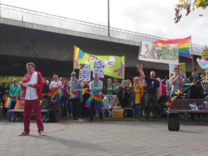 Bild: Demonstrationsleiter Kalle Wahle im Vordergrund
