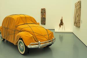 "Bild: ""Wrapped Beetle"" von Christo"