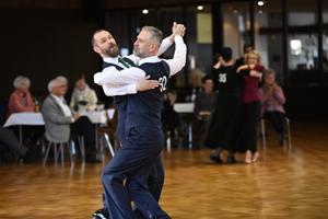 Bild: Männliches Tanzpaar