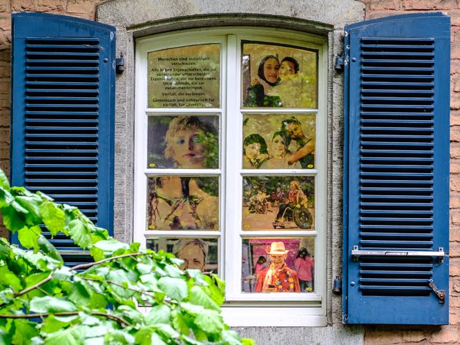 Fenster-Ausstellung im Kürtenhof