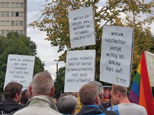Bild: Transparente gegen Homophobie