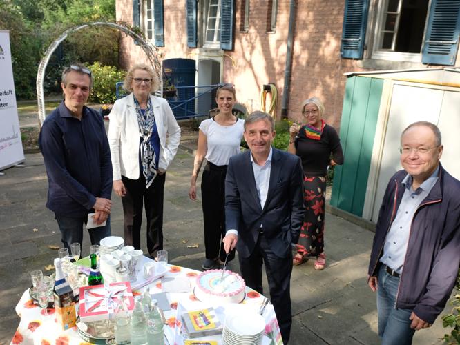Bild: Gratulation zum Geburtstag der Fachstelle Altern unterm Regenbogen