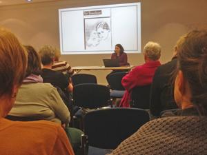 Bild: Dr. Kirsten Plötz bei ihrem Vortrag