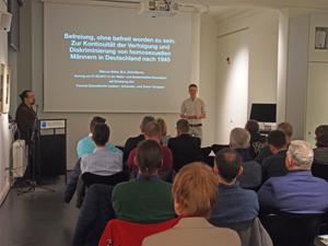 Bild: Vortrag in der Düsseldorfer Mahn- und Gedenkstätte