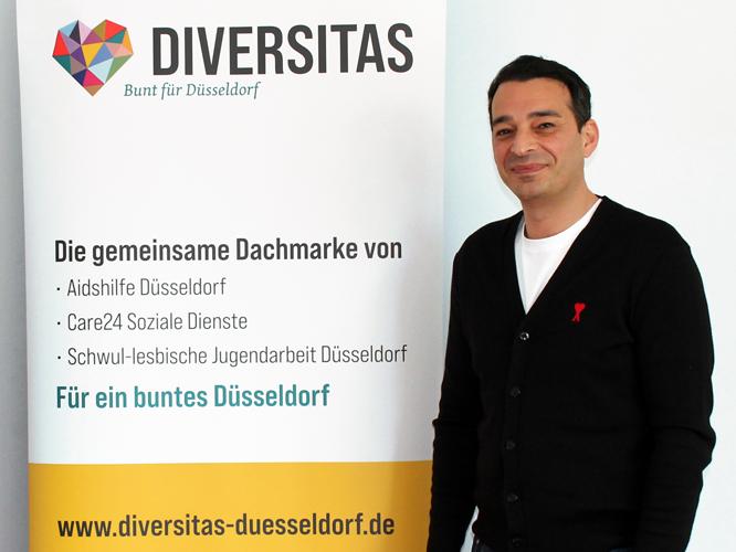 Bild: Özgür Kalkan mit Diversitas-Roll-up
