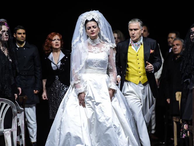 Bild: Luiza Fatyol, Michael Kraus, Ensemble und Chor der Deutschen Oper am Rhein