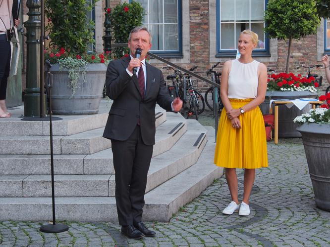 Bild: OB Thomas Geisel und Jana Hansjürgen