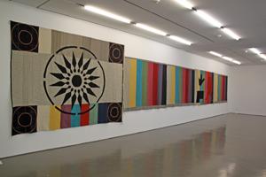 "Bild: Rita McBride ""Tapestries"""
