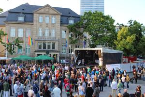 Bild: Straßenfest und Bühne beim CSD Düsseldorf