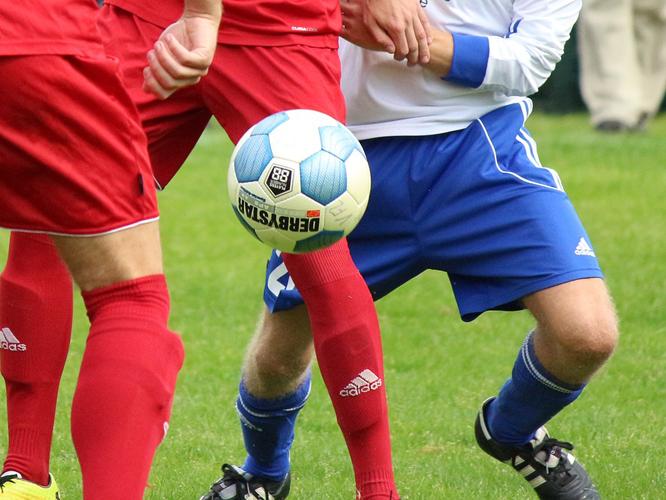 Bild: Fußballspieler mit Ball