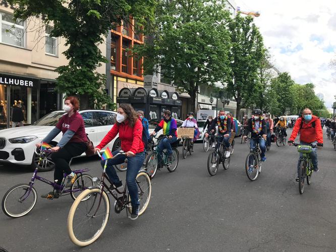 Bild: Fahrradfahrer*innen auf der Königsallee