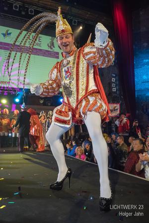 Bild: Karnevalsprinz Christian III. auf Stöckelschuhen