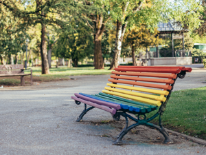 Bild: Frau mit Mund-Nasen-Maske