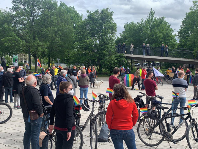 Bild: Idahobit-Demo am Johannes-Rau-Platz
