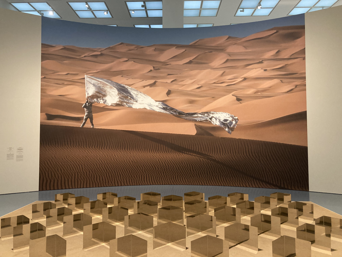 Bild: Heinz Mack. Sahara-Relief