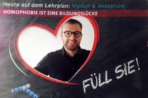 Bild: Philipp Tacer bei einer Anti-Homophobie-Kampagne