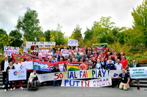 Bild: Queer Football Fanclubs beim Treffen in Zürich