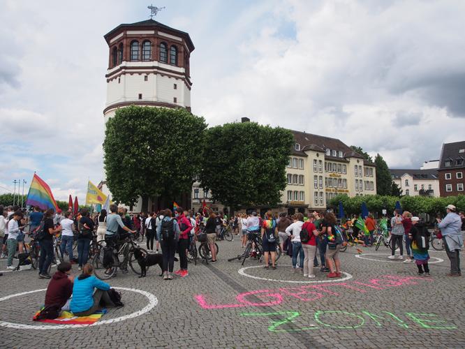 Bild: CSD-Demo auf dem Burgplatz