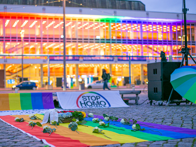 Bild: Dresdener Kulturpalast in Regenbogenfarben