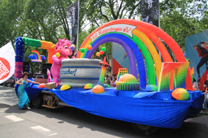 Bild: Prunkwagen der KG Regenbogen