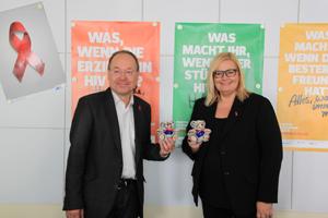 Bild: Peter von der Forst und Yvonne Hochtritt von der AIDS-Hilfe Düsseldorf