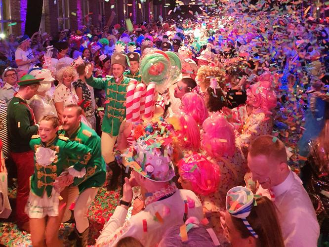Bild: Karnevalsparty der KG Regenbogen