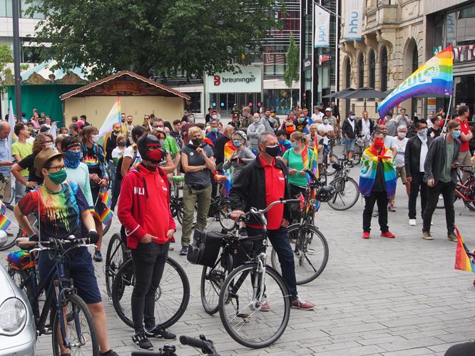 Bild: CSD-Demo auf dem Schadowplatz