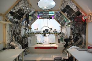 Bild: Cockpit der Forschungsstation auf Planet B