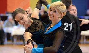 Bild: Damen-Tanzpaar beim Grand Prix Düsseldorf 2016