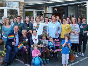 Bild: Gruppenfoto vom 16. Regenbogenfamilientreffen